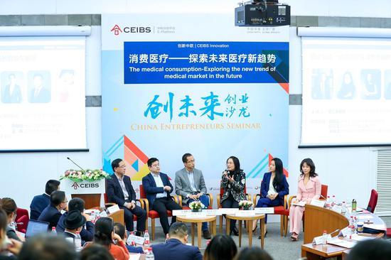 圆桌嘉宾(从左至右):蔡江南教授、王炜、塔尔盖、边琼霞、孙晓怡、郑涵文