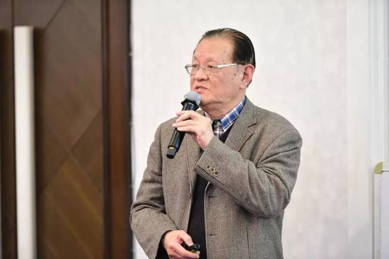 复旦大学公共卫生学院卫生经济学退休教授,博士生导师胡善联  吴文辉:影响合理用药的几个因素