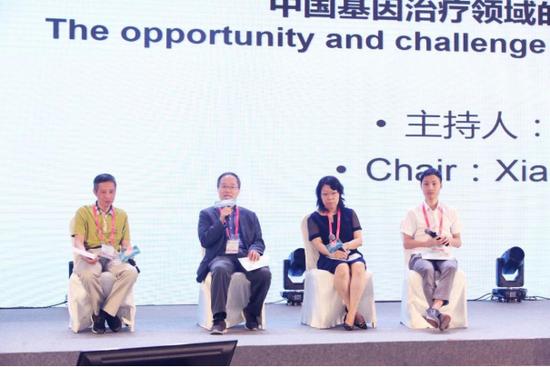嘉宾讨论(左起:李斌、肖啸、王丽莉、杨辉)