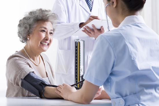 眼皮肿可能是肾不好的征兆|疾病|眼皮|高血压