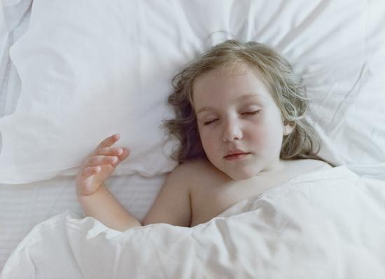睡觉时突然一抖 像踩空一样 是怎么回事