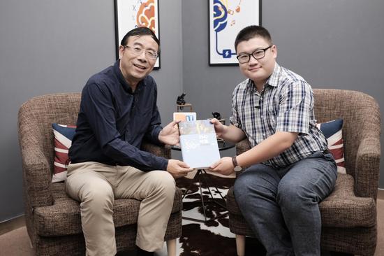 嘉宾彭凯平(左) 主持人叶壮(右)