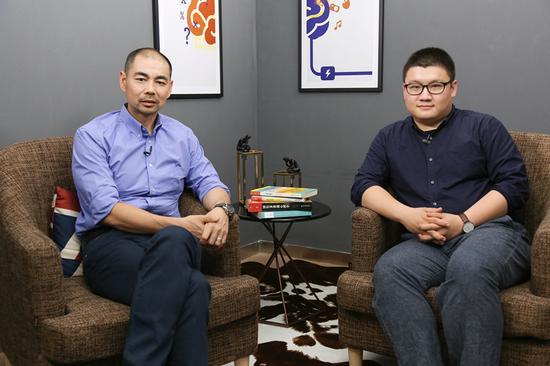 嘉宾徐卓(左) 主持人叶壮(右)