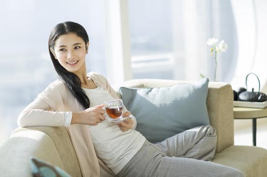 胃不舒服喝热红茶