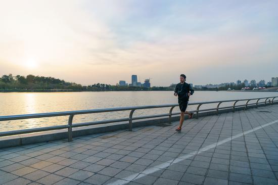 每周慢跑一小时延寿六年