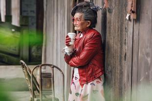 九旬老人拍时尚写真照