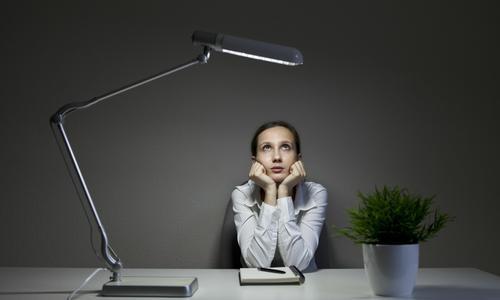 年轻人普遍晚睡有哪些心理层面的原因