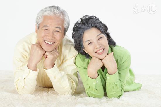 不同位置长<a href='http://health.sina.com.cn/disease/ku/01087/' target='_blank'>白发</a>怎么治