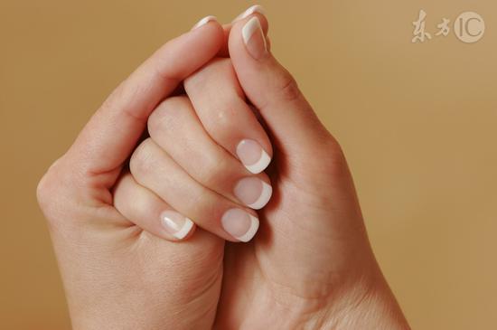 指甲表面凹凸不平是怎么回事