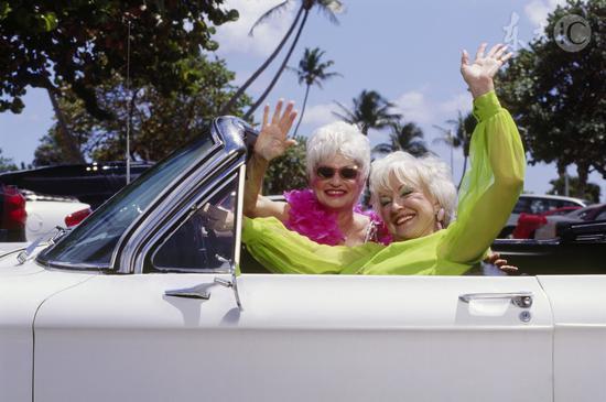 老当益壮?调查显示德国80岁老人驾车者比例高
