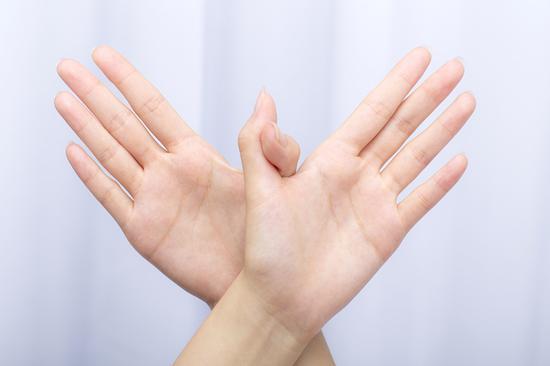 从指甲能看出是否患有癌症指甲黑色素瘤自检