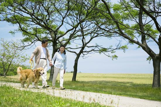 注意!四类人饭后别散步