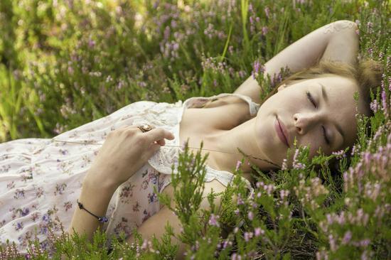 一年最热时节将到 晚睡早起注意防暑