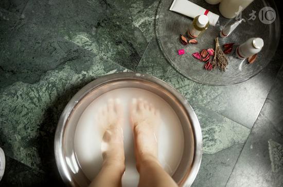 泡脚水里加什么能祛湿气
