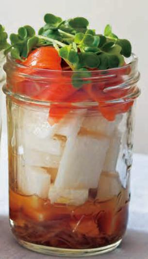 夏日食谱:烟熏三文鱼梅子沙拉