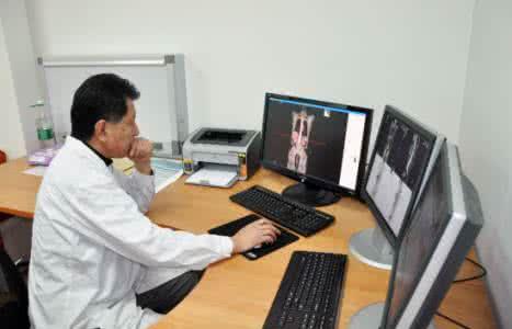 肿瘤医生。资料图