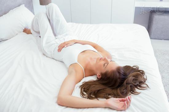 睡觉时身体猛然抖一下怎么回事|肌肉|睡眠