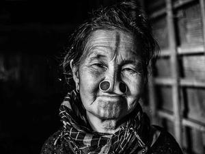 女性木塞塞鼻子变丑防止被劫掠