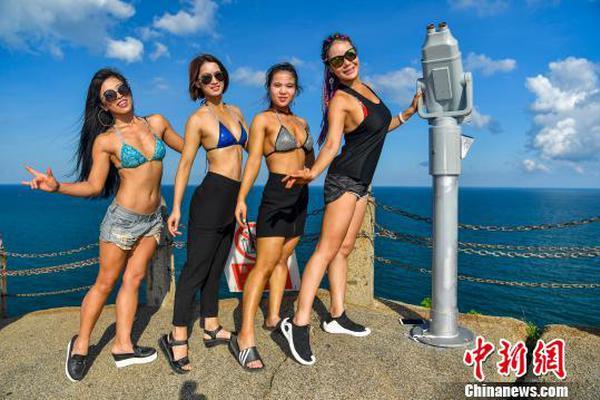 海南健美健身达人三亚海边秀健硕肌肉