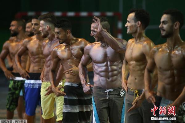 叙利亚全国健美大赛:肌肉猛男赤膊秀腱子肉