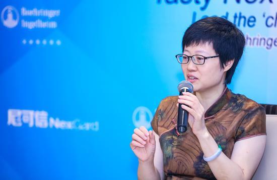 美联众合动物病院学科带头人,北京农学院硕士研究生导师刘欣博士答复记者提问
