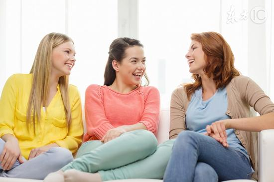 女性适度聊八卦有益心理健康