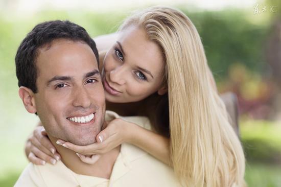 """情侣接吻10秒会""""交换""""8000万个细菌"""