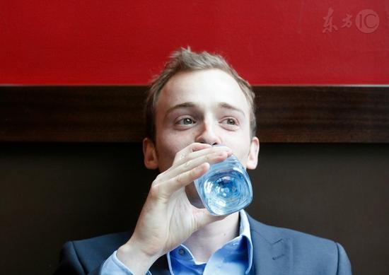 为什么外国人一年四季喜欢喝凉水?