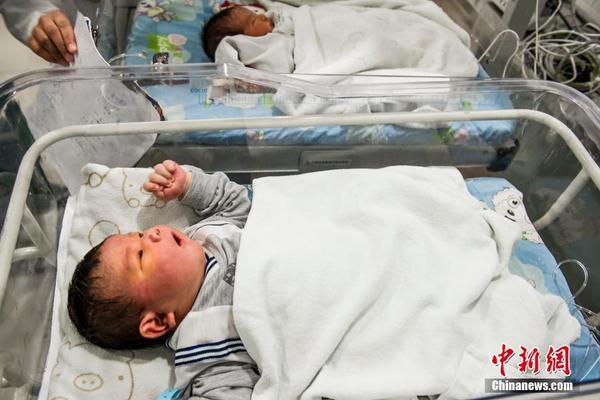 广东孕妇产下14斤重巨婴