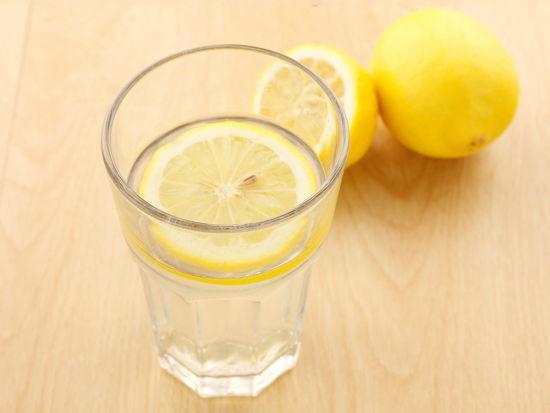 喝柠檬水真能减肥抗癌吗|柠檬水|美白|柠檬