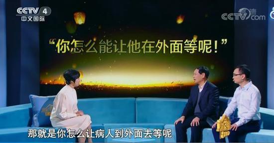 2017年央視《謝謝了,我的家》潘敬新(左2)、潘宏達(右1)接受敬一丹女士採訪