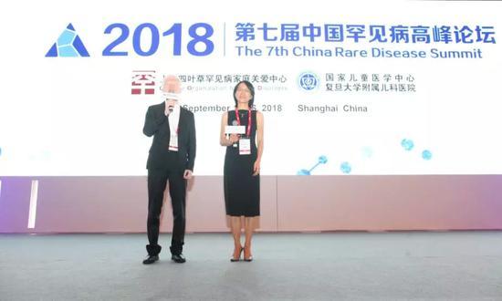 主持人,CORD国际事务总监、医学博士杨佩蓉女士与罕友医药高级患者支持经理、CORD 高级顾问肖磊先生