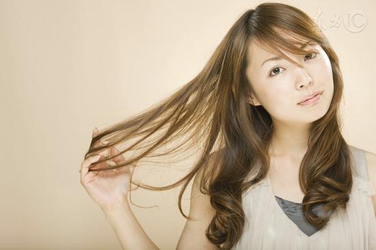 为何头发总是油腻腻
