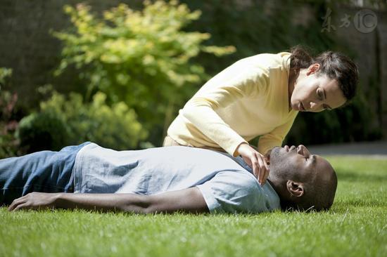 这九种急救方法基本没用 急救 颈椎 人中