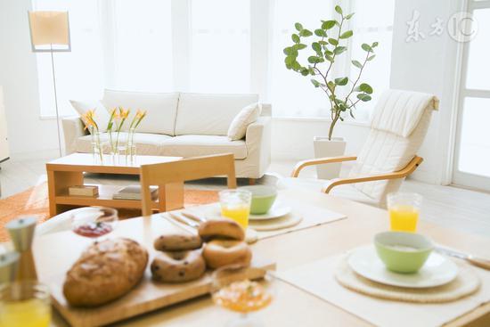 调查:过半单身青年常不吃早饭 工作紧张吃