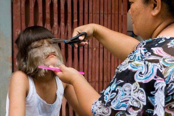 世界上毛发最多女孩结婚了 剃毛露真容与丈夫合影
