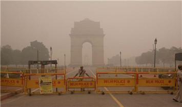 印度民众雾霾中自拍 自带虚化背景
