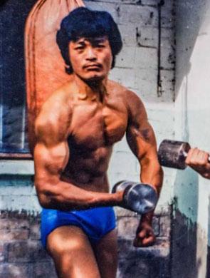 厉害了我的爷 爷爷几十年前的健身照