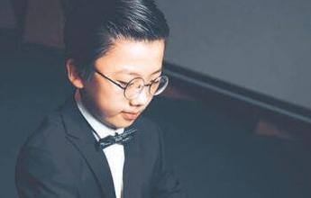 10岁男孩办音乐会写英文小说 父母:只是普通孩子