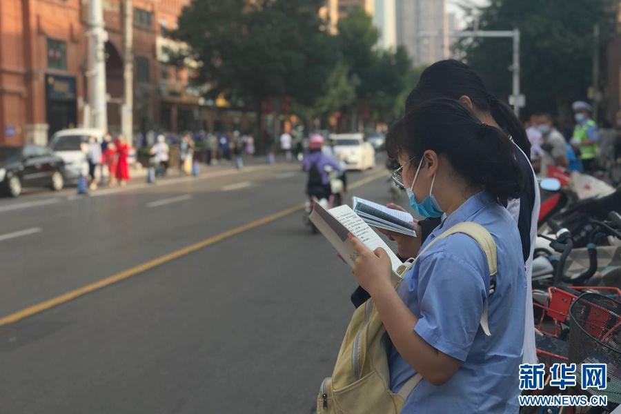 逾千万人今高考 时隔17年后高考重回7月