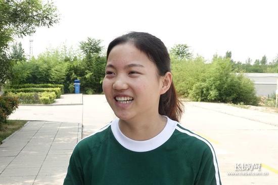 脸上笑容变多的杜雅旭。长城新媒体记者刘延丽摄