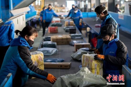 今年上半年邮政行业业务收入超5000亿元 增长11.03%