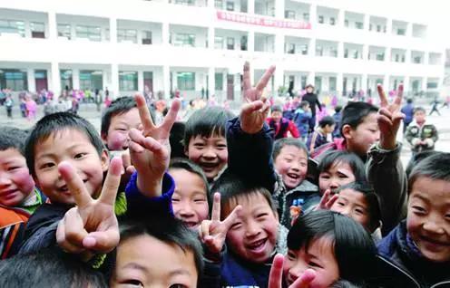 城乡义务教育学生免除学杂费采取直接免除方式