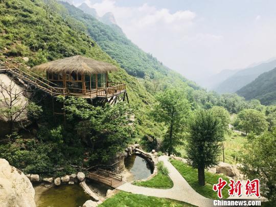 图为河北省灵寿县漫山花溪谷景区。 智胜甜 摄