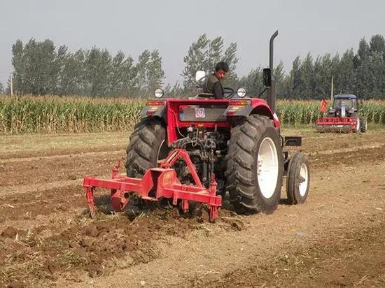 21个省开展农机深松整地作业