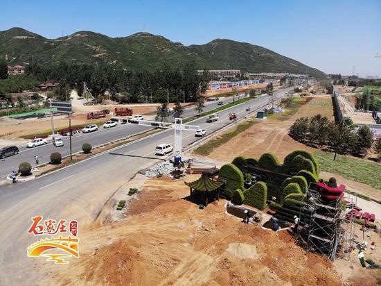 △槐安路与山前大道交口施工处在收尾阶段(摄影 刘沛然)