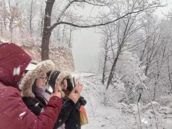 2月7日,农历大年初三,盼望己久的瑞雪如期而至。邢台西部山区天河山、紫金山等景区一片银色世界,宛如人间仙境!