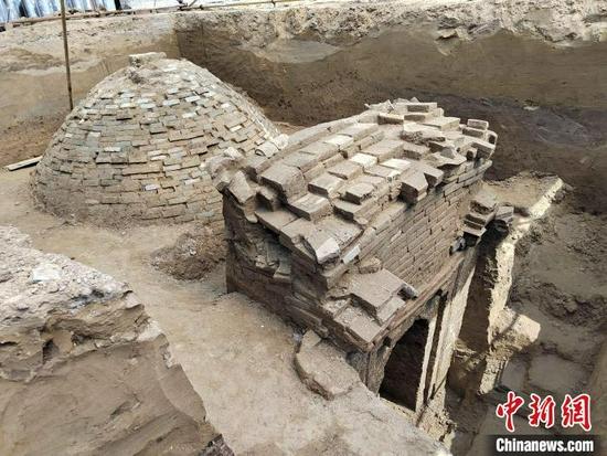 图为古墓发掘现场。 顾轩 摄