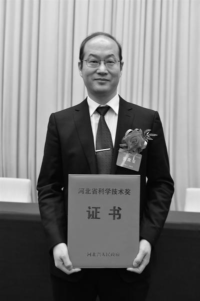 杨绍普,1962年11月出生,中共党员,工学博士,现为石家庄铁道大学党委副书记、校长,石家庄铁道大学教授、博士生导师,兼任IFToMM(国际机构与机器学联合会)非线性振动技术委员会委员、中国振动工程学会副理事长。
