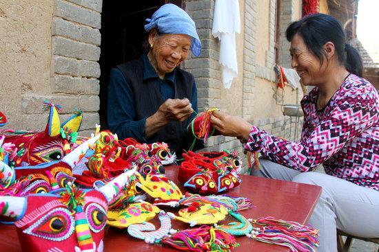 秦皇岛市妇联向各妇女手工业服务中心、村妇女手工业服务站和妇女手工业示范企业发放33.3万元补助扶持资金。